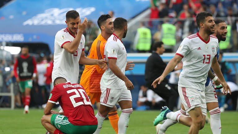 """3 هزائم """"عربية"""" متتالية إلى حد الآن.. المنتخب المغربي ينهزم أمام إيران في توقيت """"قاتل"""" (صور)"""