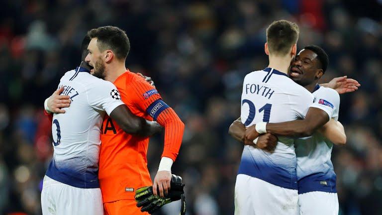 Pemain Tottenham Rayakan kemenangan