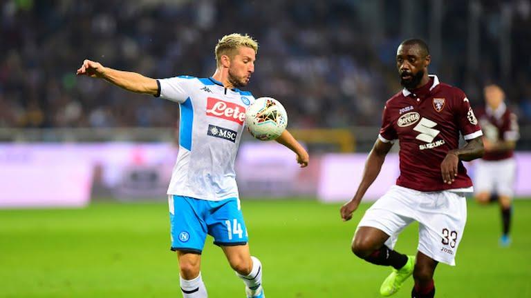 Mertens del Napoli contro Nkoulou