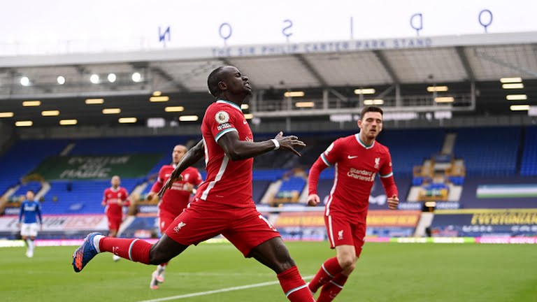 Sadio Mane mencetak gol cepat ke gawang EVerton